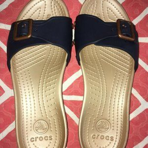 Crocs Slip Sandals Beige Navy Buckle SARAH 7